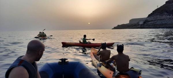 2021-10-06 – Maspalomas Sunset Kayaking – Puppy, Handler & Friends